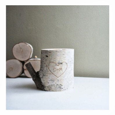 idee-mariage-original-decoration-nature-bois-grave-gravure