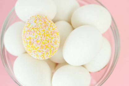diy-sprinkle-covered-easter-eggs3